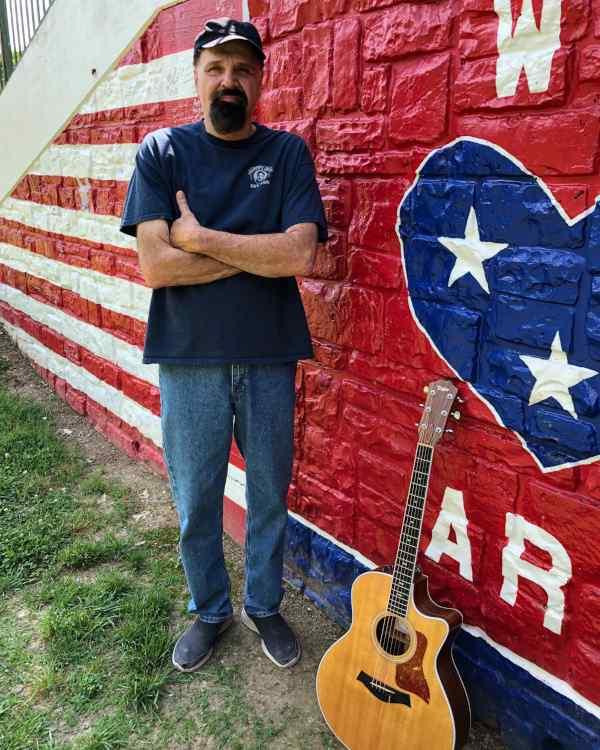 steven-spain-standing-wall-guitar